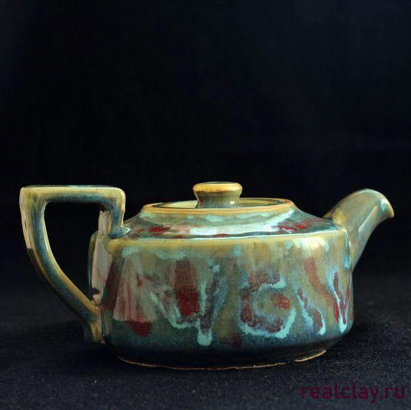 Красивый керамический чайник ручной работы