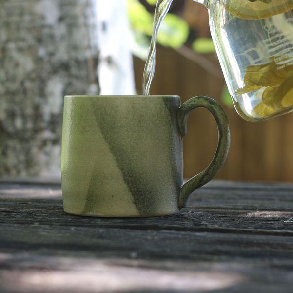 Керамическая кружка ручной работы салатовая