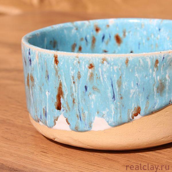 Пиалка ручной работы с голубой глазурью